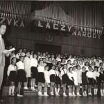 042_1960_Tadeusz Natanson prowadzi koncert w Polskim Radio